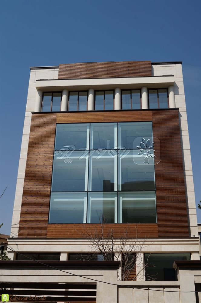ترمو وود کار شده در دو رنگ در نمای ساختمان بلوار آفریقا