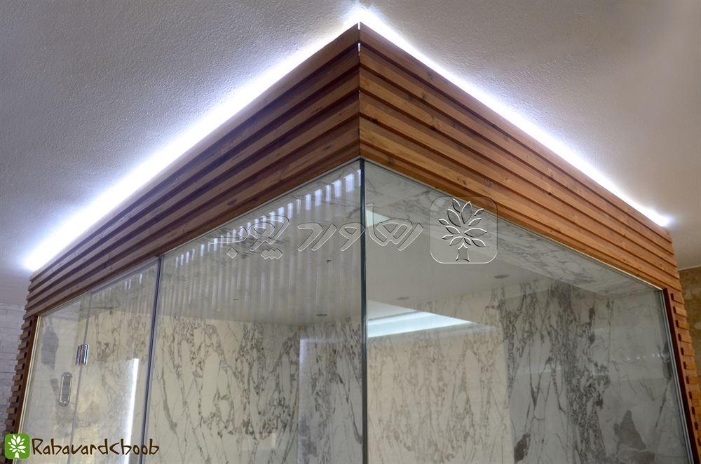 ترمووود در استخر بالای شیشه