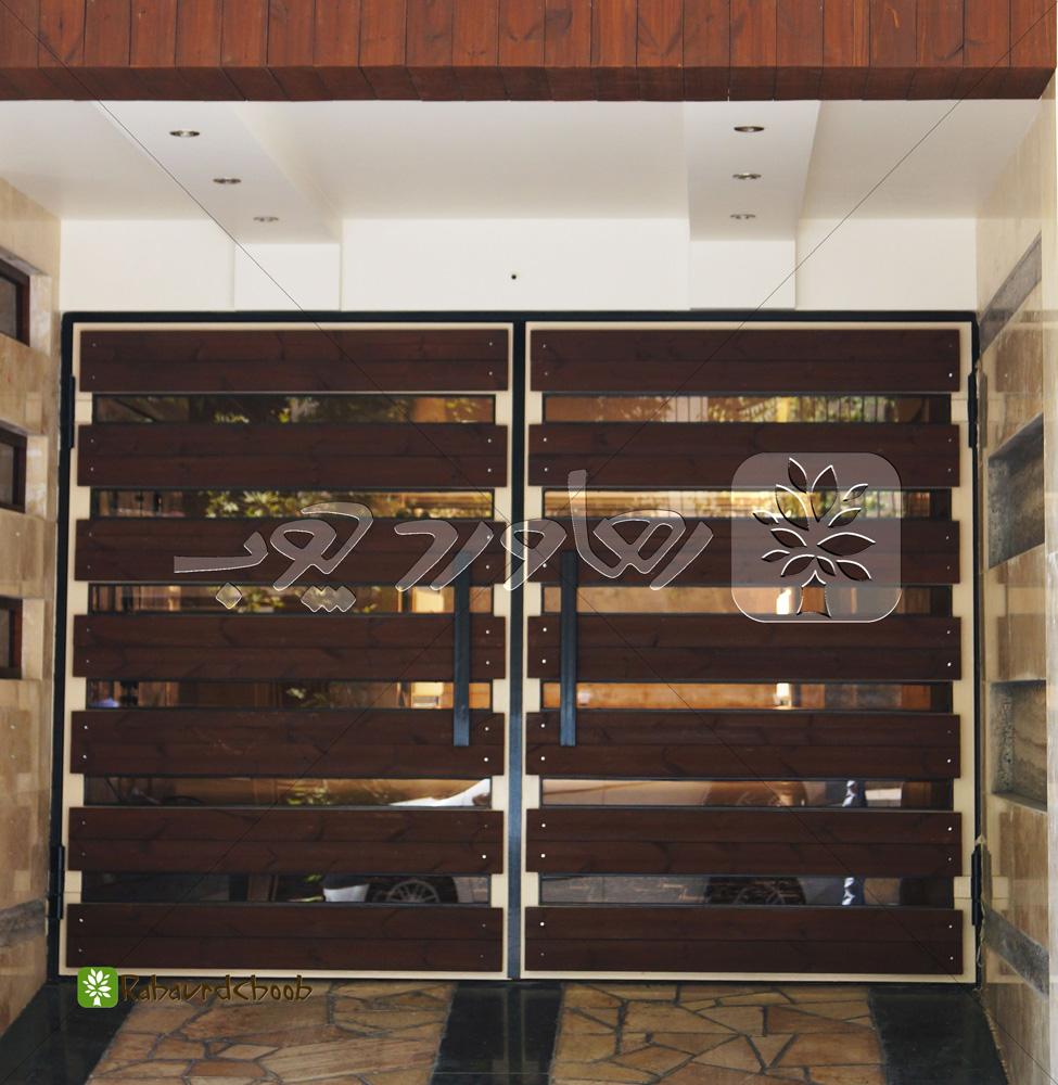ساخت درب ورودی ساختمان با چوب ترمو