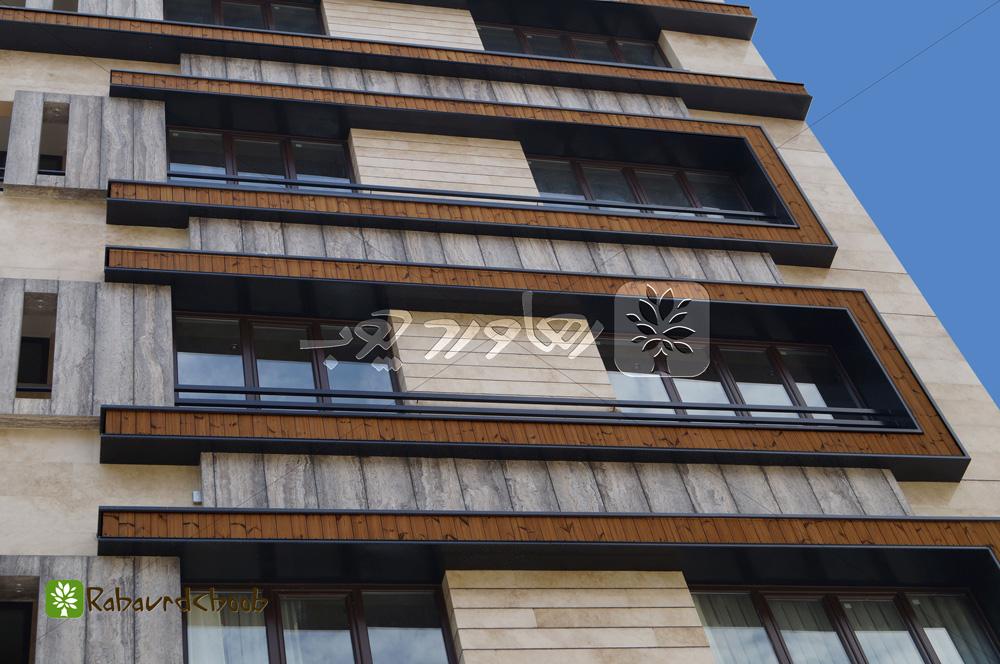 اجرای سه رنگ چوب ترمو نمای رو به رو ساختمان