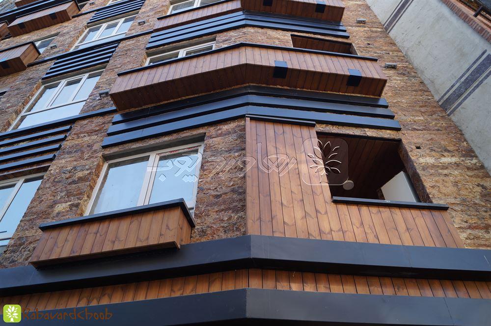 نمای رو به رو از چوب ترمو در ساختمان