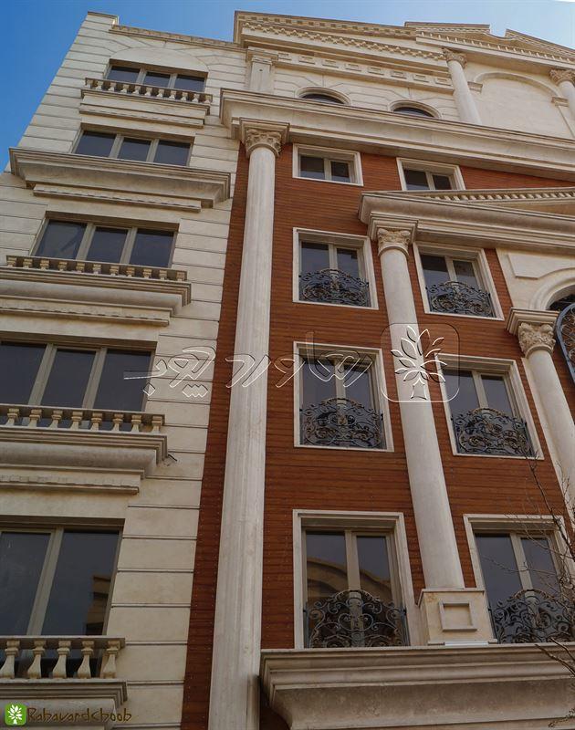 ترمووود رنگ عسلی کرا شده در نمای خارجی ساختمان