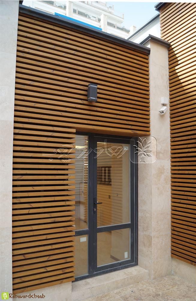 ترکیب ترمو وود در نمای ورودی ساختمان